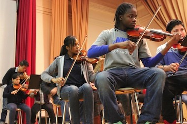 Student orchestrates fundraiser to help Chicago school