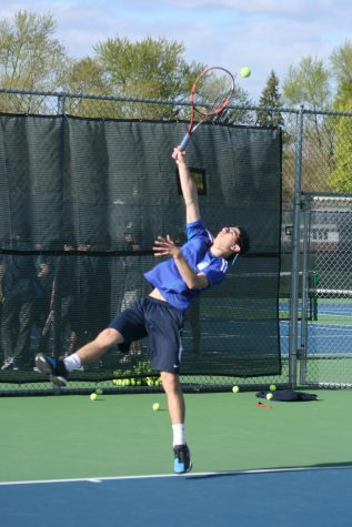 Boys' tennis drops MSL East to Huskies in deciding meet