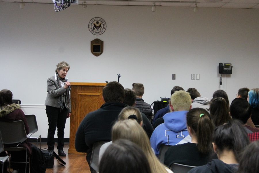 Schakowsky+comes+to+Prospect+to+speak+about+feminism