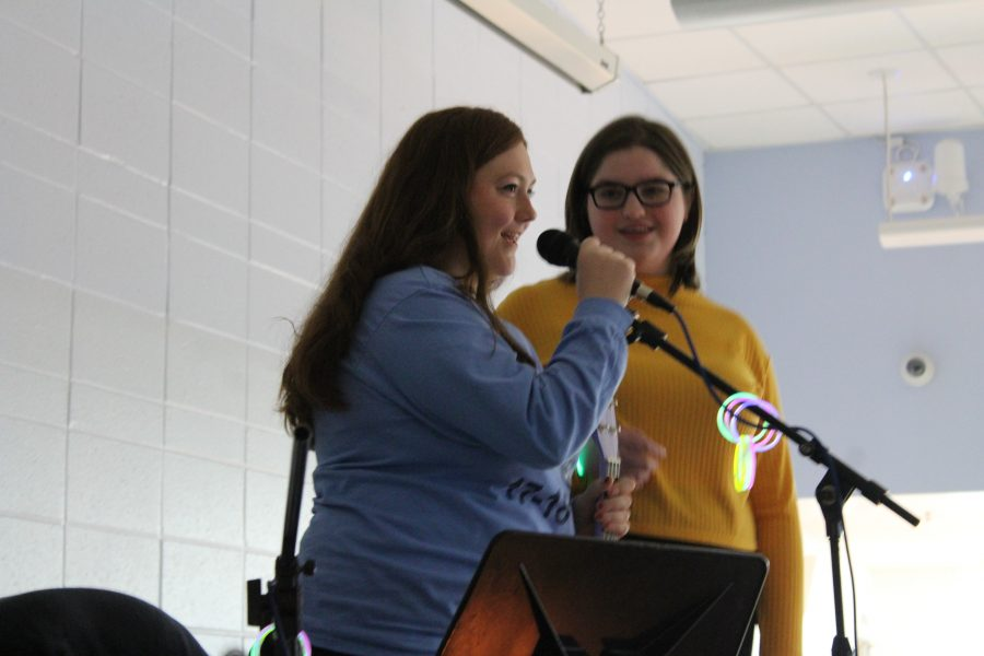 Round table opens concert