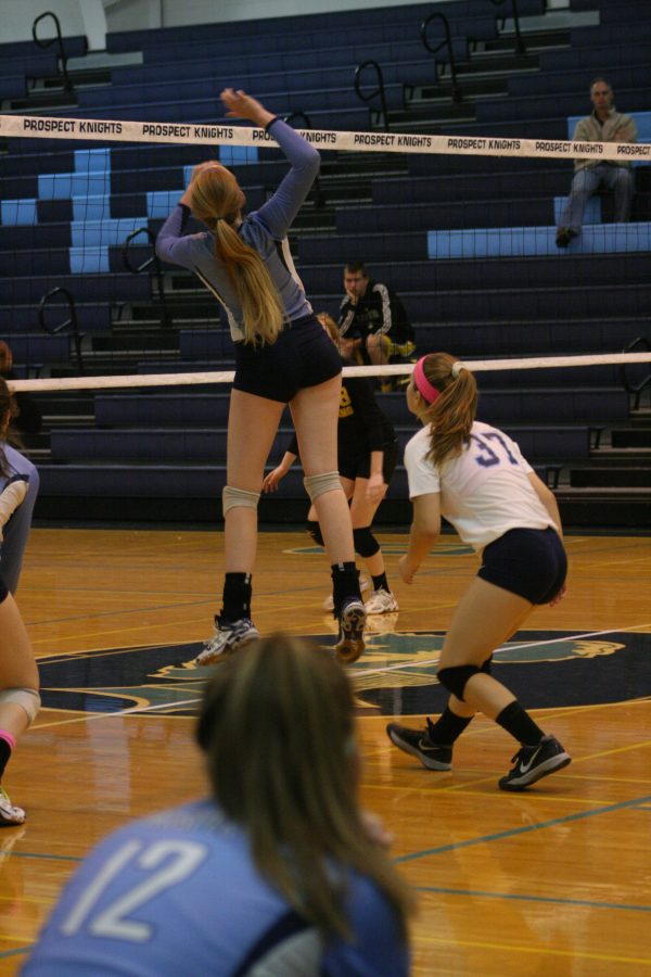 Girls' Volleyball defeats Saint Viator in straight sets