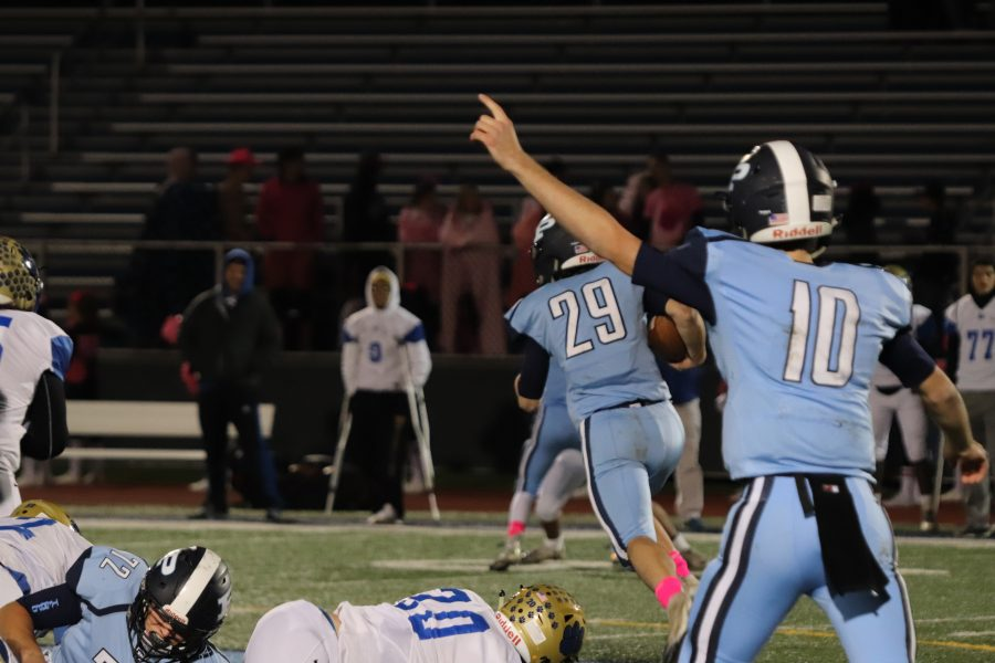 Football+becomes+playoff+eligible+after+victory+against+Elk+Grove