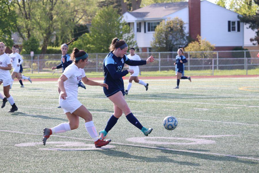 Girls Soccer wins regional semifinal, faces Fremd in regional final