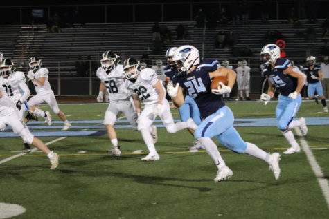 Luke Zardzin carries the ball for Prospect. (photo by Alexis Esparza)